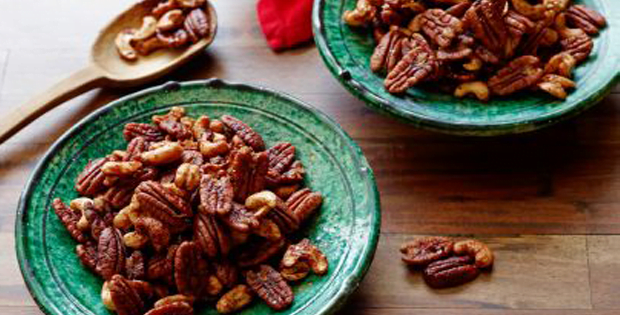 A Perfect Holiday Slow Cooker Spiced Nuts Appetizer