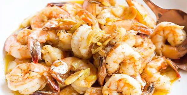 Enjoy A Delightful Seafood Experience With This Slow Cooker Garlicky Shrimp